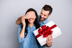プレゼントに古着を贈ろう★メリットや上手な選び方をご紹介します!