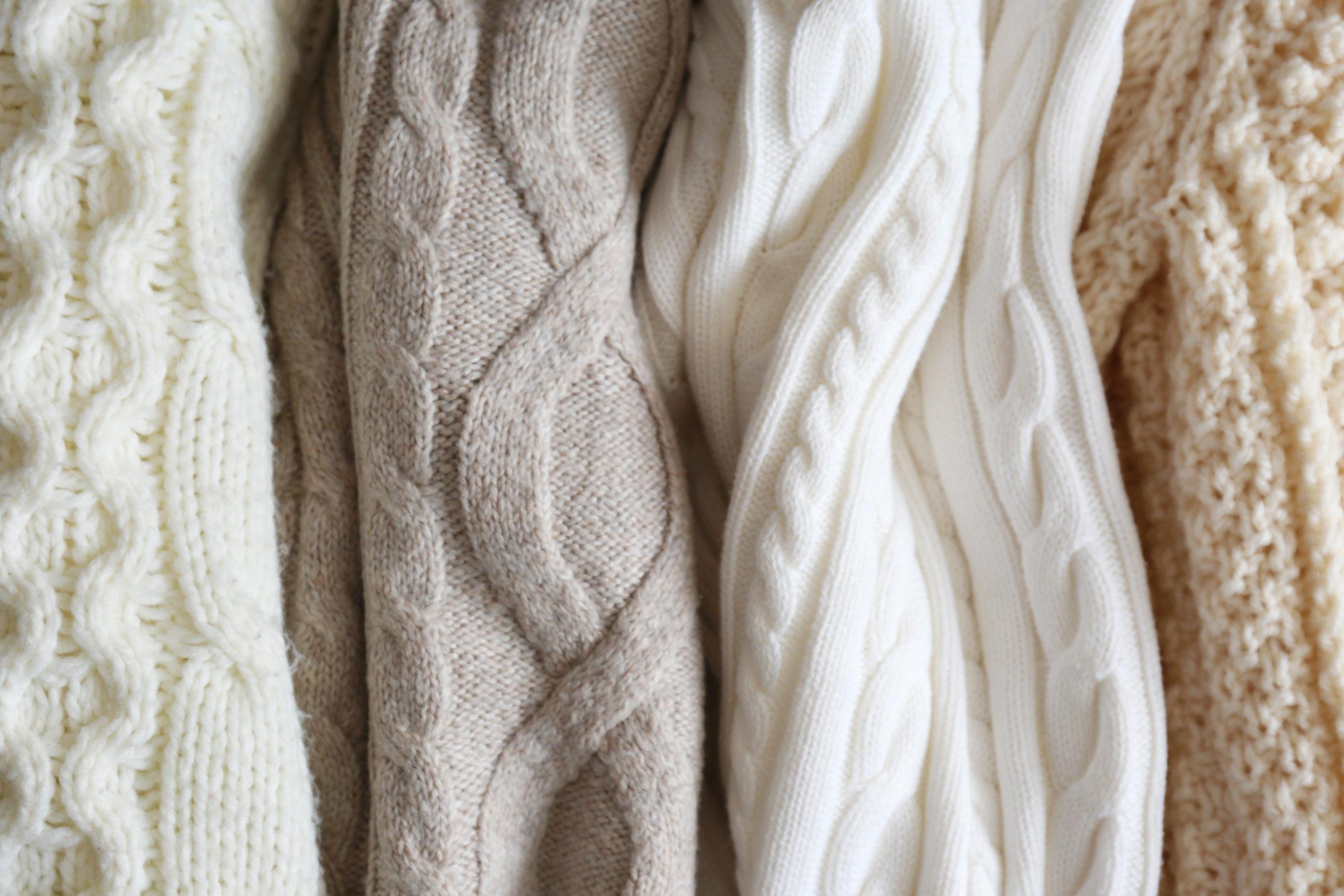 冬の古着コーデの定番!ニットの素材別の特徴・メリットを解説します